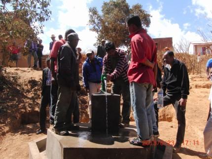 アイユーゴー事業マダガスカル 井戸建設アンボヒダバ